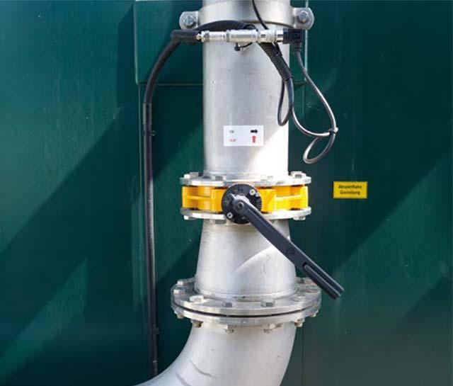 Das Bild zeigt eine Gasleitung einer Biogasanlage